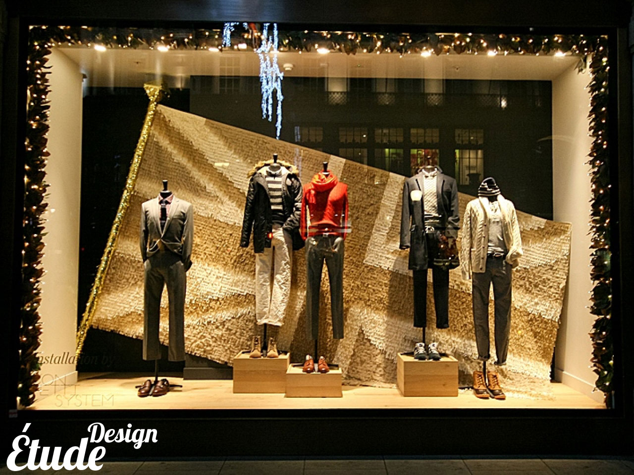 christmas-shop-window-display-best-christmas-window-displays-9aedeefc9cceec51