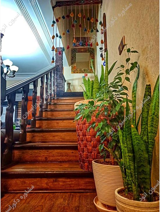 راه پله داخل ساختمان